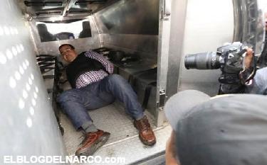 Se le acabo la sonrisa a Javier Duarte: Humillado y aventado como costal, los reos le gritaban