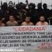 Vídeo donde fueron exhibidos vivos arrodillados tras una manta y custodiados por una veintena de sicarios.