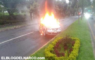Incendian vehículos en Uruapan y dejan narcomanta