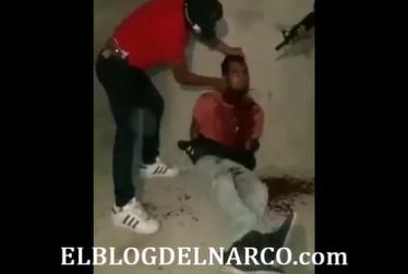 Vídeo donde sicarios del Cartel del Sur decapita a repartido en oxxo de Chilpancingo